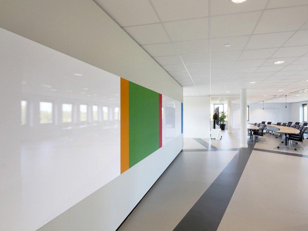 Iwaarden interieur - wandbekleding - zet je wand in als communicatiemiddel met whiteboardwand zorgt voor creativiteit in bedrijf, school of op kantoor