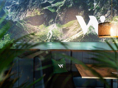 Sfeer in het interieur van Welvaere Nijkerk met groot formaat print fotodoeken in textieframes