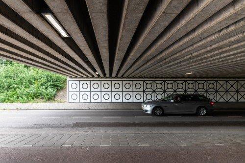 Tunnel tussen Overschiestraat – Luchtvaartstraat in Amsterdam verandert in kunstwerk met muurschildering Aam Solleveld, artwork, mural