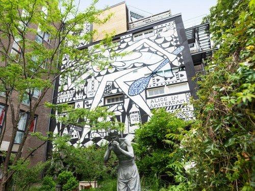 artwork, mural, kunstproject van een muurschildering gemaakt door Marcel Wanders op het Andaz Hotel in Amsterdam, Groot formaat, mogelijk door Iwaarden