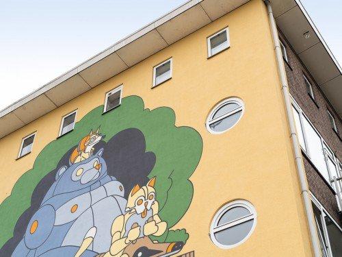 Muurschildering, mural, illustrator Stefan Glerum op gevel vrolijkt Bos en Lommer Amsterdam op met Reinaert de Vos
