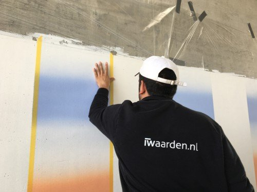 Kunstwerk Roland Schimmel op wanden onderdoorgang spoorlijn, door Iwaarden uitgevoerd als muurschildering, mural