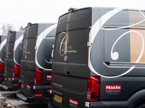 Autobelettering - vehicle graphics Bedrijfswagens met belettering in huisstijl zijn rijdend visitekaartje voor Van Ginkel Keukens, Barneveld