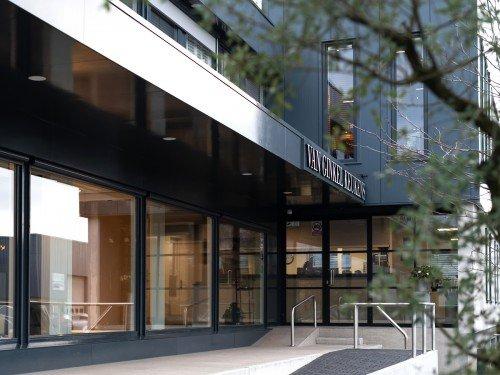 Gevelreclame exterior signage, in de vorm van verlichte doosletters voor Van Ginkel Keukens, Barneveld