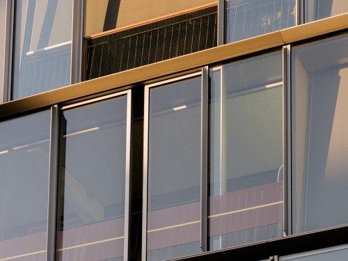 Design van Mae Engelgeer toegepast in groot formaat print, xl printing, op gevel en ramen van gebouw