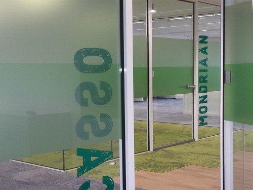 Iwaarden interior - window graphics - glasdecoratie met print op glasfolie voor sfeer en privacy