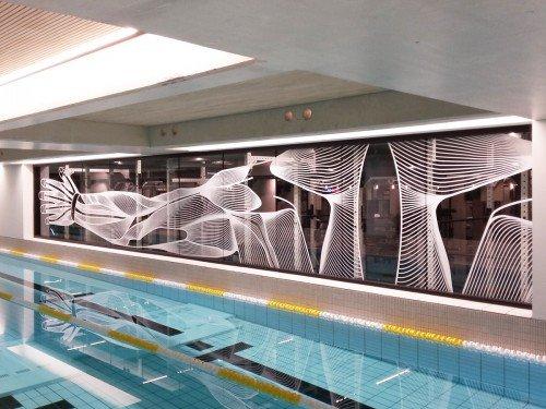 Glasdecoratie zwembad Amsterdam, interior, zwemmen in Amsterdam, glas en raamstickers in het hotel in Amsterdam, gemaakt door Iwaarden