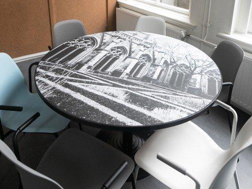 interieur renovatie met interieurfolie, restyle tafel met print op tafel