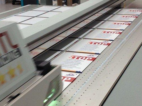 Groot formaat print op plaat, printen op plaat digitale zeefdruk, reclameborden, reclamebord. Iwaarden