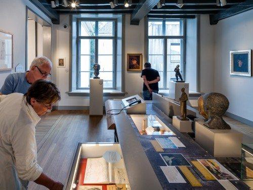 artwork tentoonstelling van musea in Zutphen, expositions, exhibits, inrichting van tentoonstelling door Iwaarden
