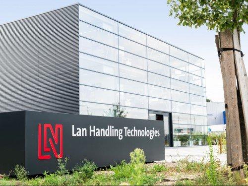 Signing, reclamezuilen voor office LAN Handling, totem sign, gemaakt door Iwaarden