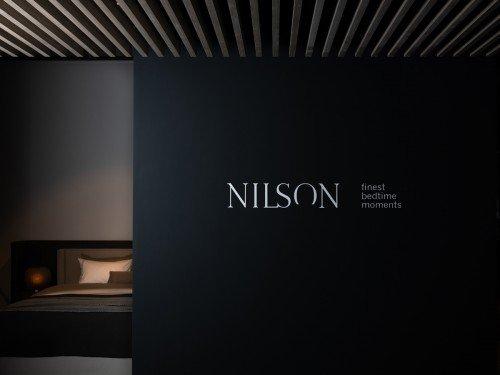 Iwaarden Signing - Gevelreclame, verlichte doosletters, vlaggen, raamstyling, logo en bewegwijzering showroom Nilson Beds