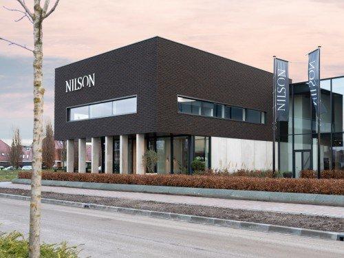 signing gevelstyling - van Nilson Beds, letters op het pand door Iwaarden