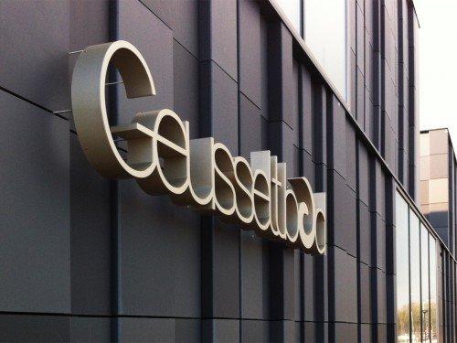 Signing- gevelstyling voor Geusseltbad, Exterior signage, gevelletters, gevellogo om reclame te maken voor je bedrijf. gemaakt door Iwaarden