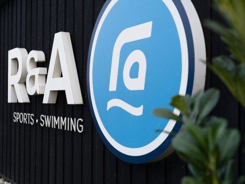 signing en lichtreclame voor R-A sport swimming, illuminated signage, letters van jouw bedrijfspand ga naar Iwaarden