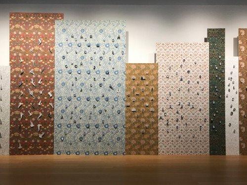 Decoraties van behang en groot formaat print op wanden en panelen tentoonstelling Walid Raad in Stedelijk Museum Amsterdam, exhibitions, xl printing