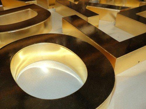 kunstproject, vergulden van doorzetters, gilding, signing, reclame maken met gouden letters, gemaakt door Iwaarden