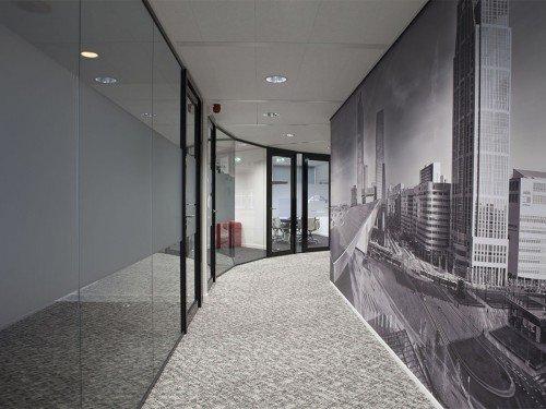 project interior, wandbekleding van naadloos behang, glasdecoratie op kantoor wallcovering, door Iwaarden