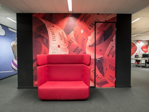 Iwaarden interior - seamless wallpaper - wandbekleding - wallcovering met print op naadloos behang zorgt voor sfeer in bedrijf, school, hotel of kantoor