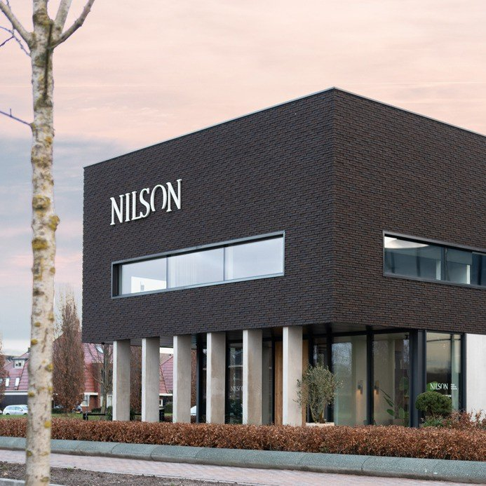 Nilson Beds, gevelstyling, signing, Iwaarden