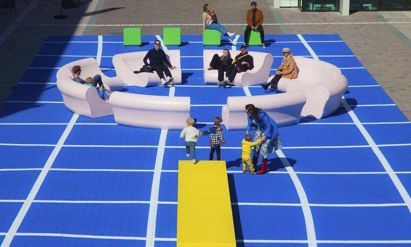 Opening multifunctional meeting place 'The Splash' in Rotterdam with painting on the square by Iwaarden