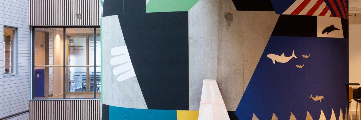 Muurschildering in centrale hal van CMH Utrecht als site specific artwork van beeldend kunstenaar Anuli Croon