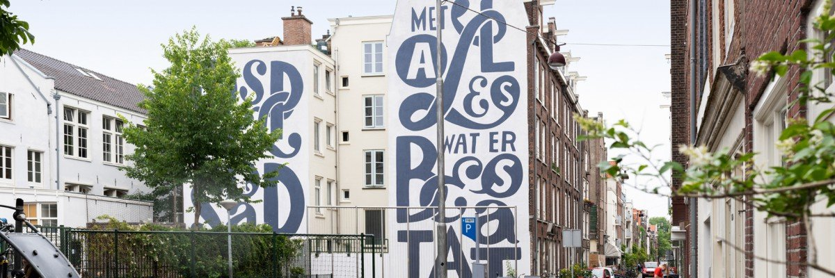 Artwork Piet Parra for school in Amsterdam, realized by Iwaarden as a mural on a facade in the schoolyard