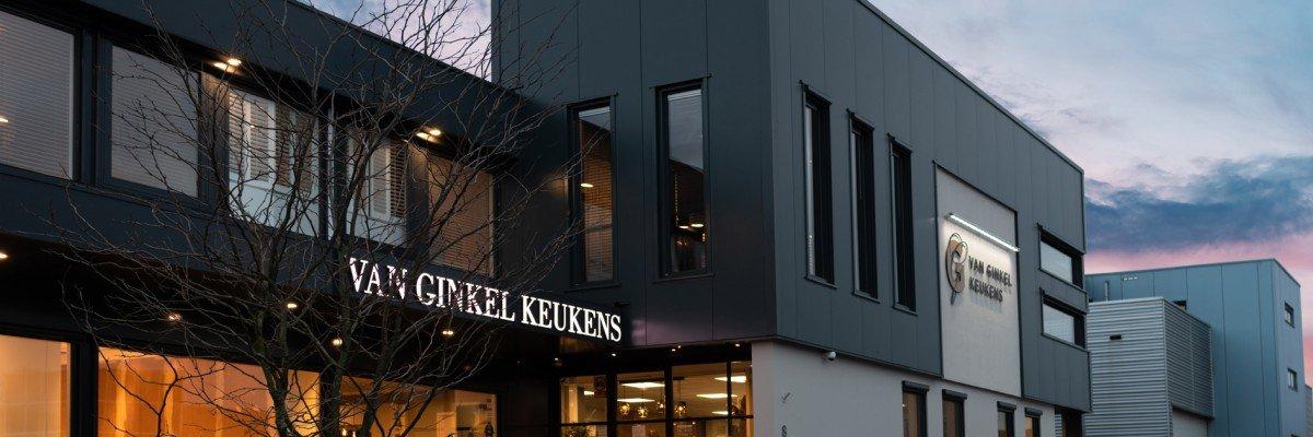 Gevelreclame en autobelettering Van Ginkel Keukens, Barneveld