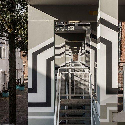 Kunst in de openbare ruimte met muurschilderingen Jasmijn Visser in Nieuwe Houttuinen Amsterdam, geschilderd door Iwaarden