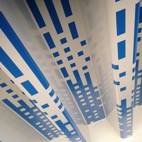 Kunstwerk van Walter Broekhuizen uitgevoerd door Iwaarden als schildering onder brug Meppelerdiepsluis