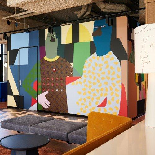 Kunstwerk Anuli Croon uitgevoerd door Iwaarden als mural in groot formaat print op naadloos behang op wanden Our Domain