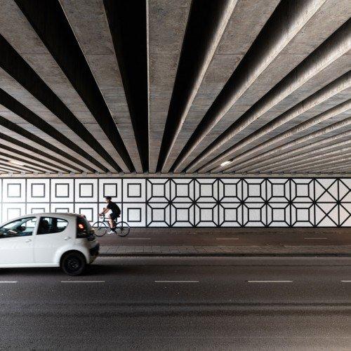 Tunnel tussen Overschiestraat – Luchtvaartstraat in Amsterdam verandert in kunstwerk met muurschildering Aam Solleveld