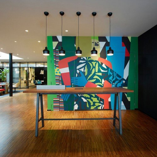 Mural Anuli Croon op wanden Hotel CitizenM in naadloos behang
