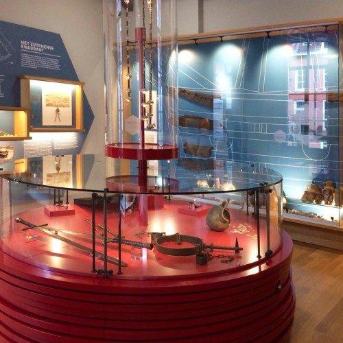 Signage, bewegwijzering en wanddecoraties voor de inrichting van Musea Zutphen