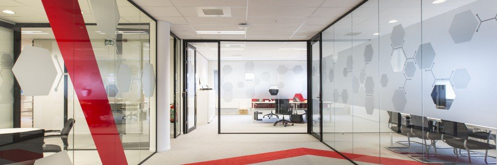 Atmosphere and privacy in your interior with print on window foil